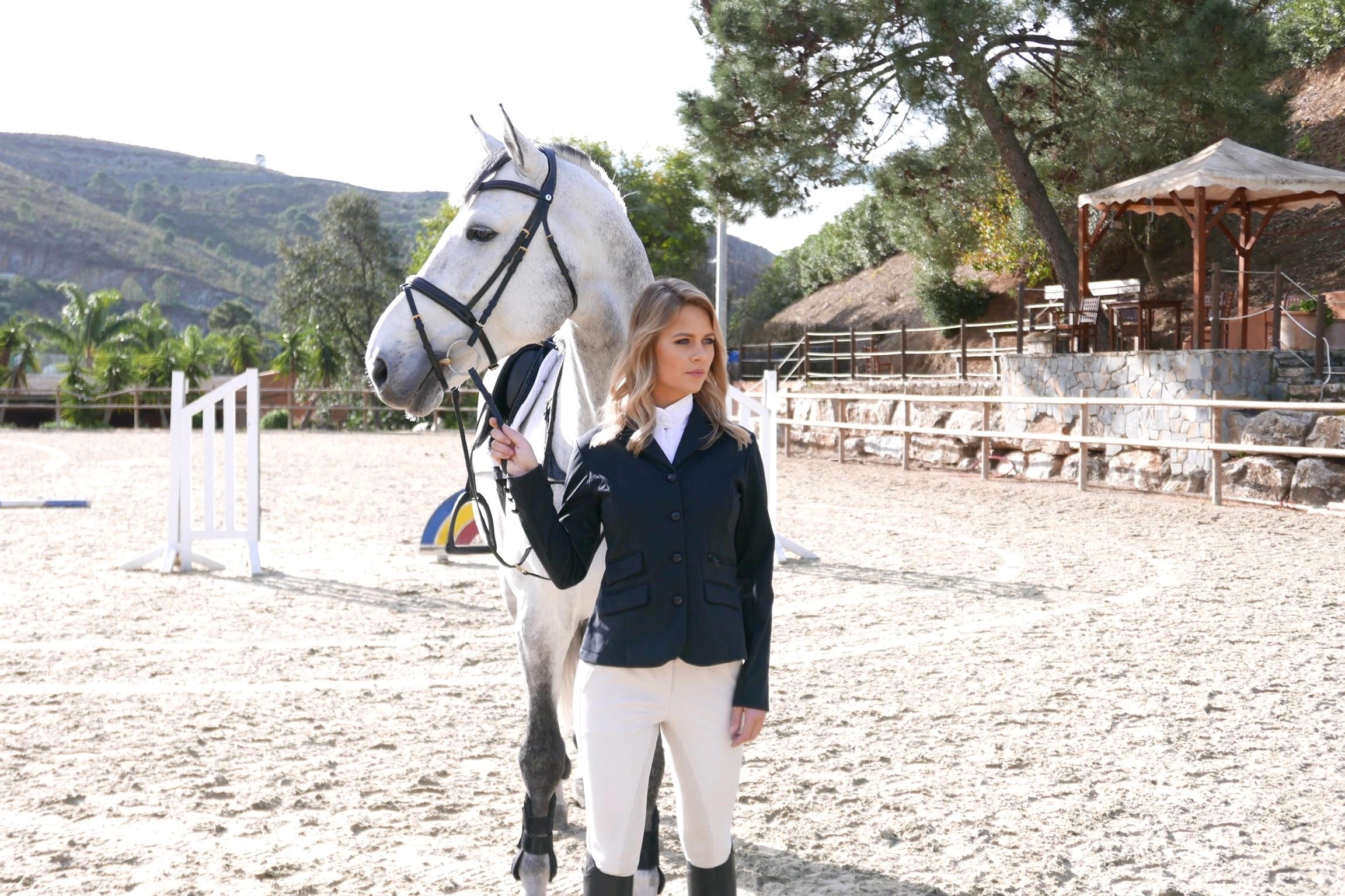 Vackra Tiffany med en fantastiskt fin häst.