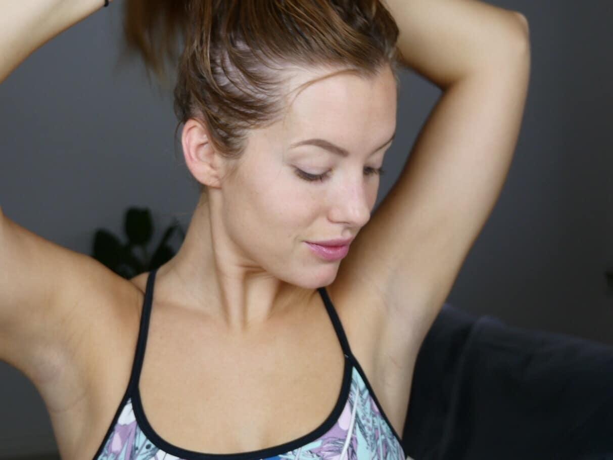 Sätt upp håret i en stram knut